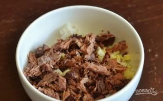Салат с рыбными консервами и рисом - фото шаг 3