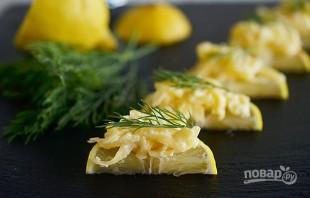 Сырный салат на лимонных дольках - фото шаг 4