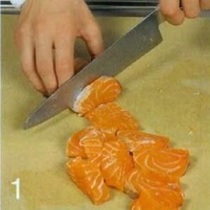 Холодный суп из лосося с луком-пореем - фото шаг 1