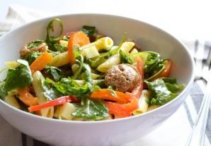 Зимний салат с колбасой - фото шаг 9