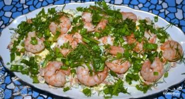 Салат с креветками и красной рыбой - фото шаг 8