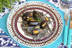 Черная паста с морепродуктами - фото шаг 9