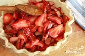 Пирог с клубникой, ревенем и посыпкой - фото шаг 3