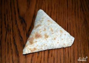 Треугольники из лаваша с сыром - фото шаг 5