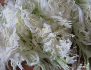 Салат из свежей капусты и крабовых палочек - фото шаг 2