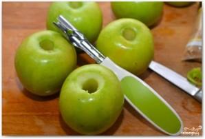 Запеченные яблоки с кедровыми орешками - фото шаг 1