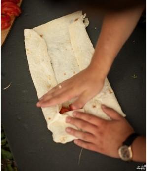 Лаваш с адыгейским сыром и зеленью - фото шаг 5