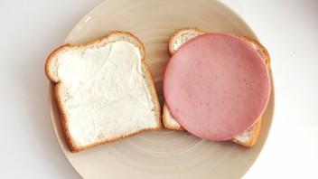 Бутерброды с колбасой и сыром - фото шаг 2
