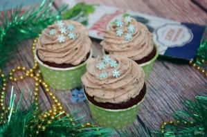Насыщенные шоколадные капкейки с джемом - фото шаг 6