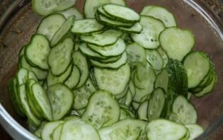 Салат из огурцов с чесноком - фото шаг 1