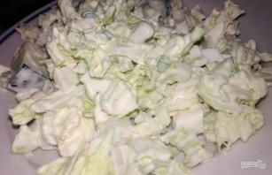Простой салат из пекинской капусты и яиц - фото шаг 5