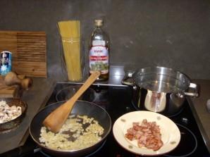 Карбонара с грибами и беконом - фото шаг 2