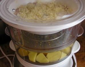 Картошка с курицей в пароварке - фото шаг 5