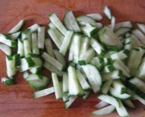 Вкусный салат с копченой курицей - фото шаг 1