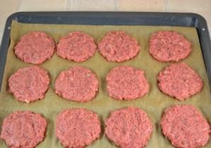 Котлеты в духовке с помидорами - фото шаг 4