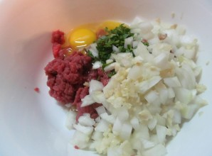Вкусные котлеты из говядины - фото шаг 4