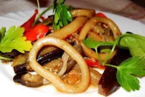 Кальмары, тушенные с овощами - фото шаг 4