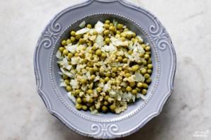 Салат с зелёным консервированным горошком - фото шаг 2
