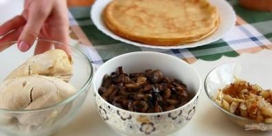 Блинный торт с курицей и грибами - фото шаг 3