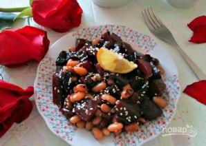 Салат из свеклы с фасолью и черносливом - фото шаг 6