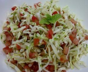 Салат из капусты, помидоров и чеснока - фото шаг 4