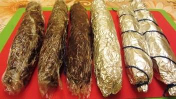 Колбаска из печенья и сгущенки - фото шаг 4