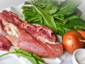 Свинина, тушенная со щавелем - фото шаг 1
