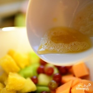 Ананасовые лодочки с фруктами - фото шаг 8