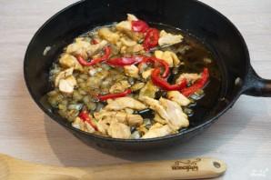 Фунчоза с курицей и овощами - фото шаг 5