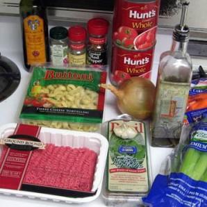 Сырный Тортеллини с мясным соусом - фото шаг 1