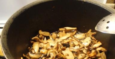 Жареная картошка с сушеными грибами - фото шаг 5