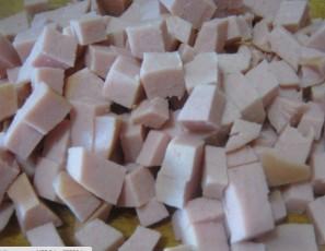 Салат с колбасой вареной - фото шаг 2