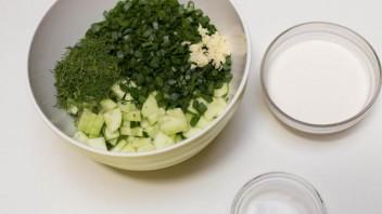 Салат из огурцов и зелени - фото шаг 5