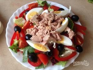 Салат с тунцом и сметанной заправкой - фото шаг 8