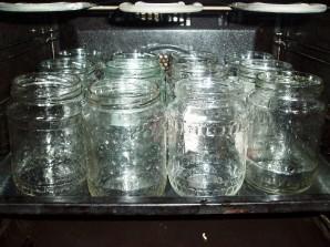 Огурцы на зиму со смородиной - фото шаг 1