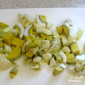 Салат с семгой соленой - фото шаг 2
