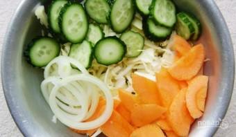 Салат из капусты и огурцов на зиму - фото шаг 4