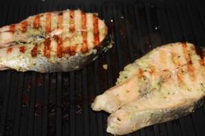 Имбирный лосось с манго-гриль и брусничным соусом - фото шаг 4