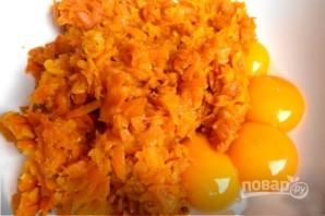 Морковный рулет с сырной начинкой - фото шаг 3
