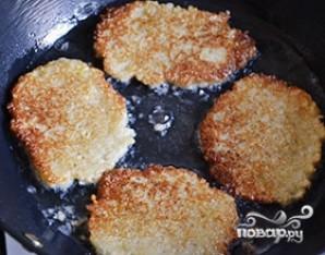 Картофельные драники с манкой - фото шаг 5