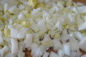 Простой салат с вареной колбасой - фото шаг 1