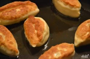Пирожки с зеленым луком и яйцом - фото шаг 4