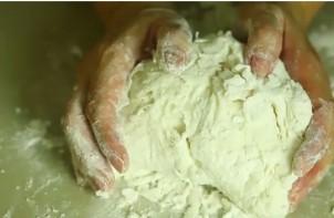 Пирожковое тесто без дрожжей - фото шаг 4
