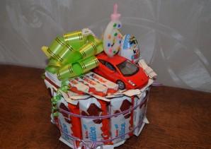 Торт из конфет на день рождения мальчику - фото шаг 10