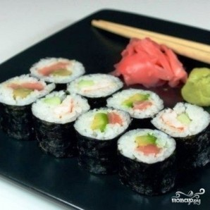Роллы с авокадо, лососем и огурцом - фото шаг 8