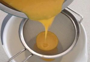 Бисквитный рулет с брусничным суфле - фото шаг 4