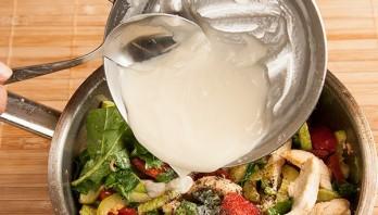Горячий салат с курицей - фото шаг 14