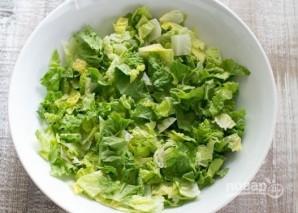 Салат из авокадо с креветками и зеленью - фото шаг 4