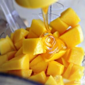 Ананасово-манговый смузи - фото шаг 6