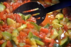 Кабачки, запеченные в духовке с овощами - фото шаг 2
